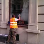 Polerowanie szklanej witryny sklepowej Kraków