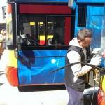 Usuwanie rys z szyb autobusu