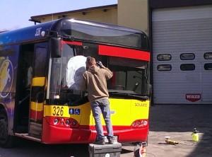 polerowanie szyb w autobusie