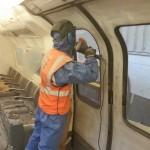 usuwanie graffiti z rys na szybie