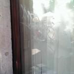 graffiti na szybie jak zlikwidować