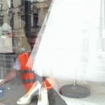 Jak usunąć rysy na szybie witryna Kraków
