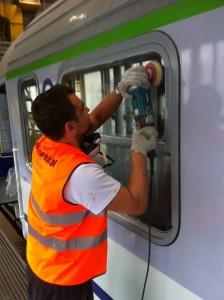 Usuwanie rys z szyb na koleii Warszawa