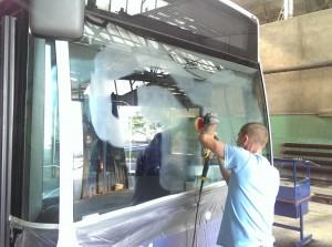 polerowanie szyby przedniej autobus